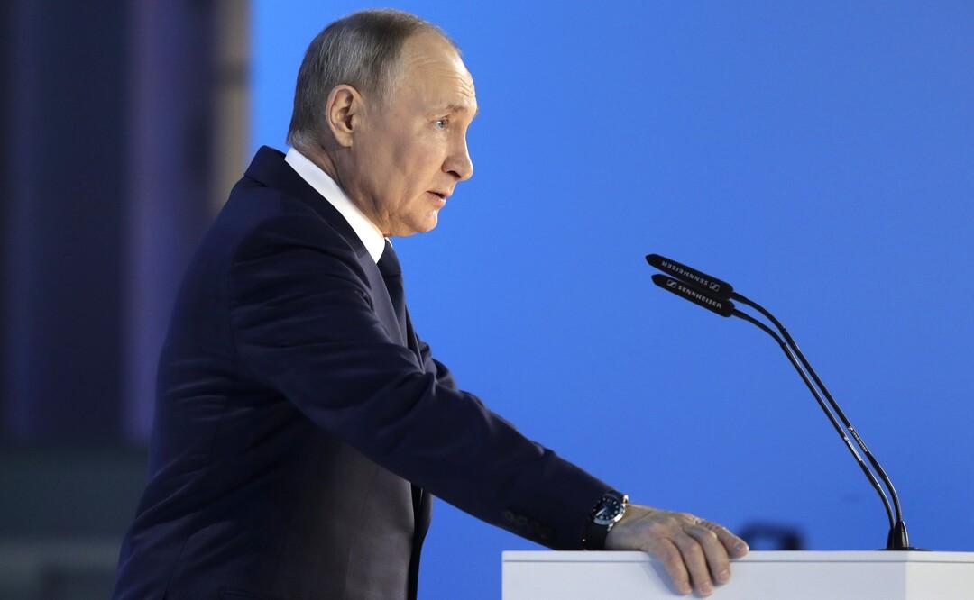 Путин поручил выплатить родителям всех школьников по 10 тысяч рублей