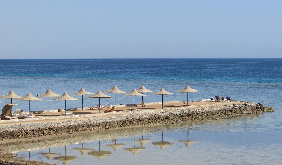 Россияне обрадовались открытию египетских курортов. Но на майские праздники улететь не получится