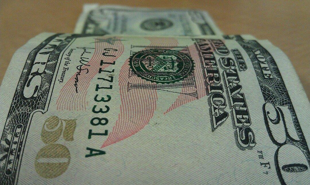 В 15 раз больше подделок. Россию завалило потоком фальшивых долларов