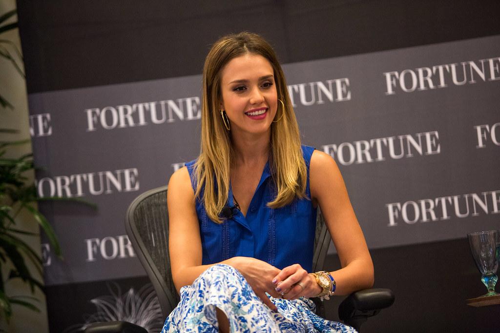 Компанию Джессики Альбы оценили в $1,45 млрд после IPO