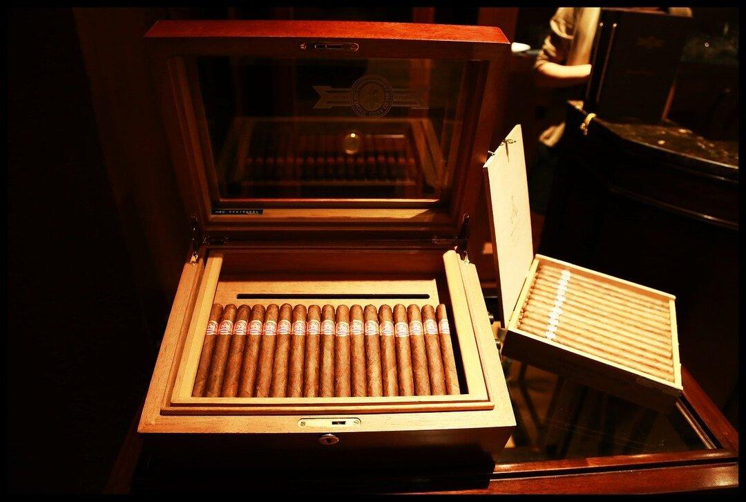 Китай впервые стал крупнейшим покупателем кубинских сигар