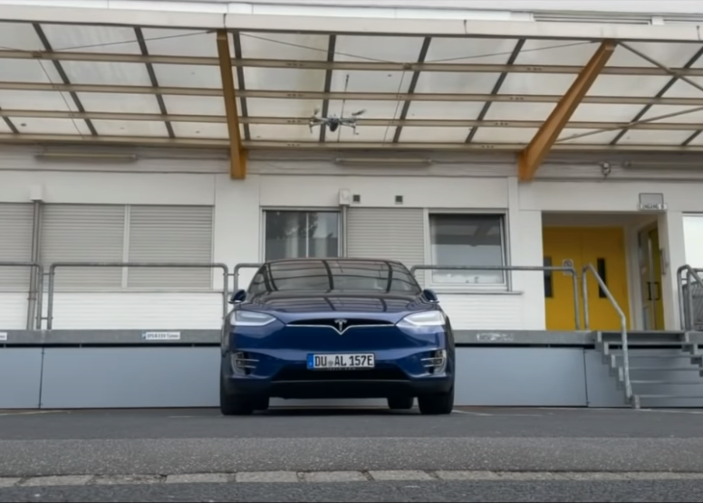 Инженеры взломали Tesla через квадрокоптер