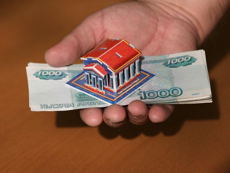 Россияне за месяц набрали кредитов на рекордные 1,3 трлн рублей