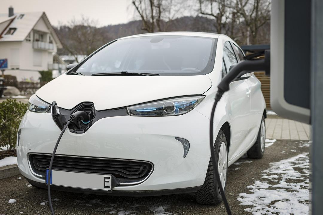 Электрокары могут стать дешевле бензиновых автомобилей уже через 6 лет