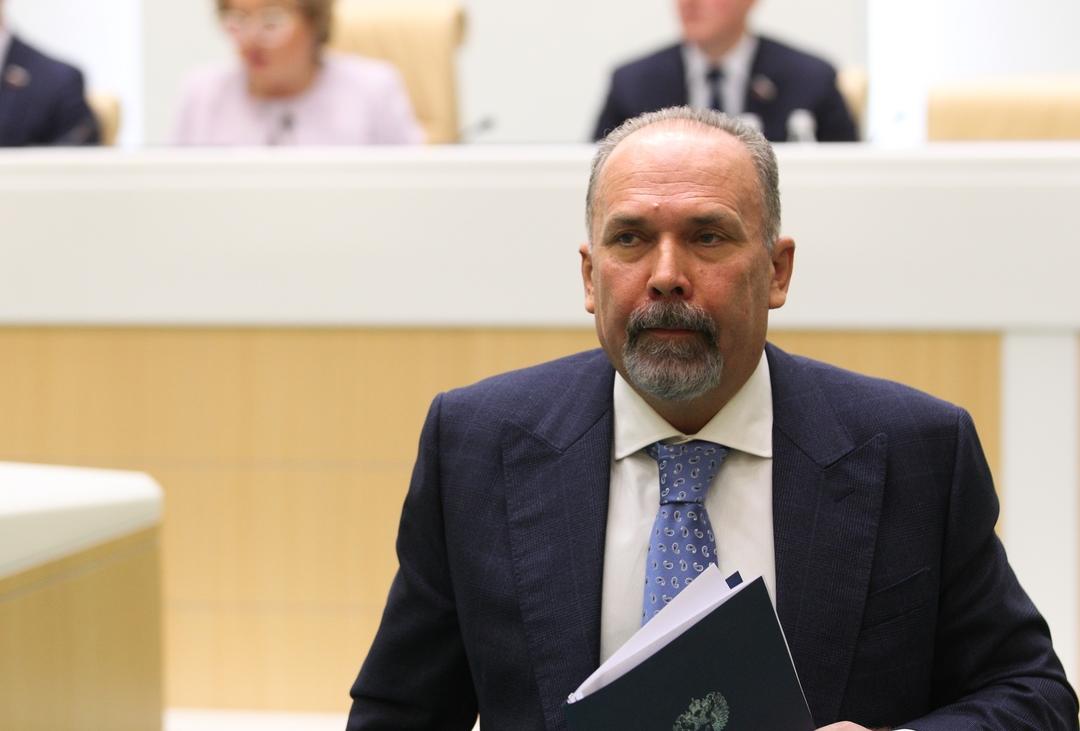 Экс-министр Мень избежал наказания по делу о растрате 700 млн рублей