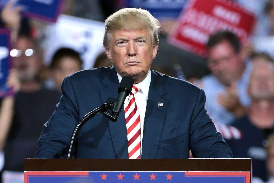 Трамп призвал стрясти с Китая $10 трлн за коронавирус