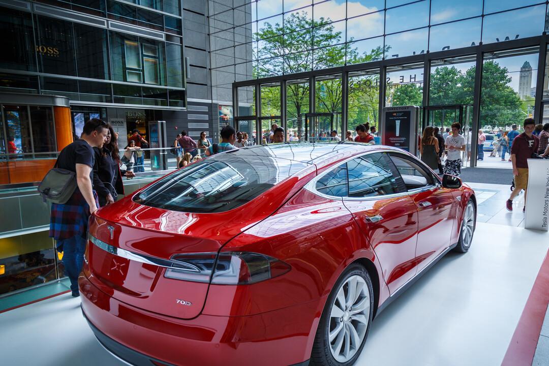 Tesla откажется от дорогой версии самого быстрого электромобиля Model S Plaid Plus