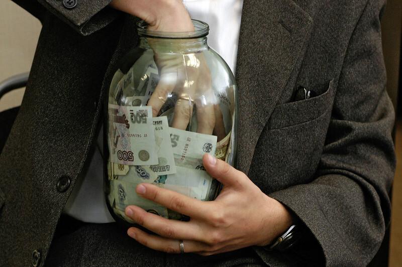 Зарплату россиян рассчитали по-новому. Она оказалась в полтора раза ниже средней