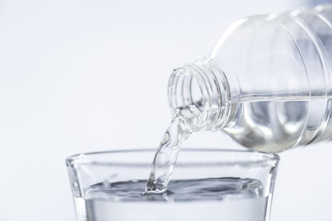 Россиян предупредили о дефиците минеральной воды