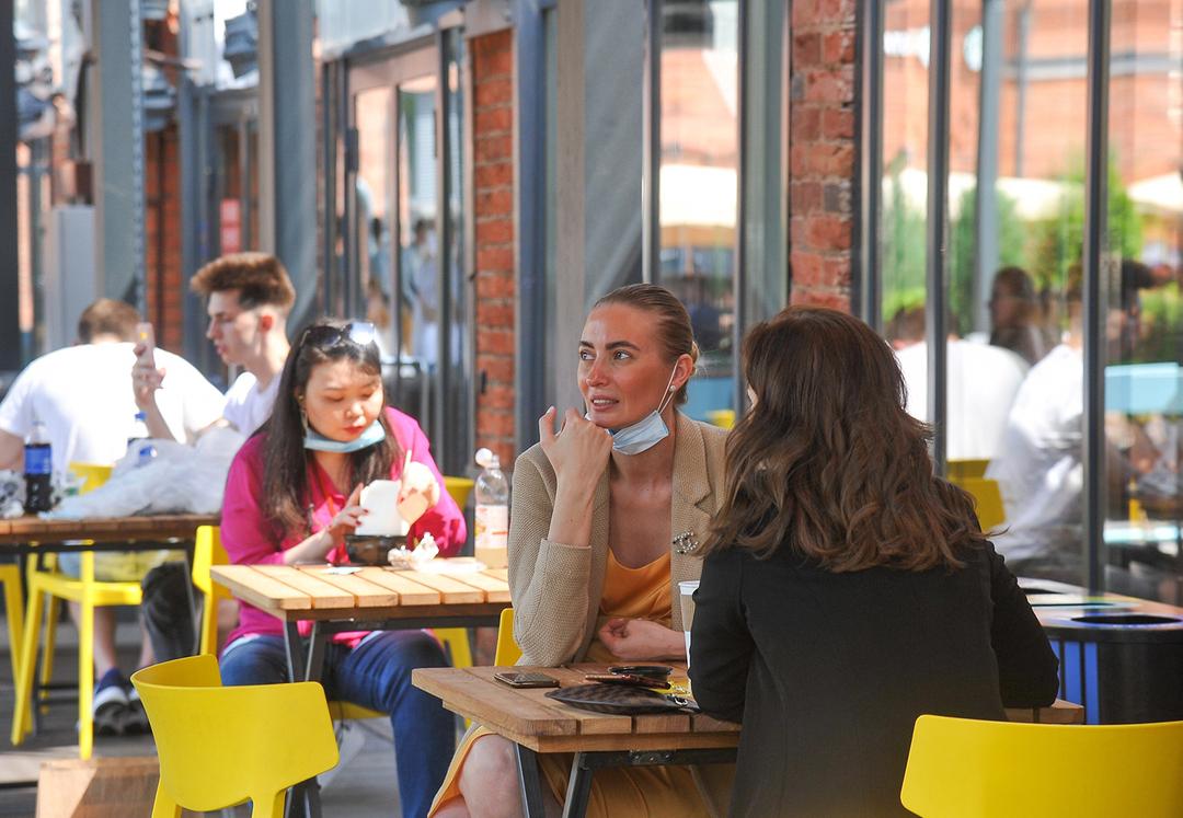 Россияне стали оставлять официантам больше чаевых