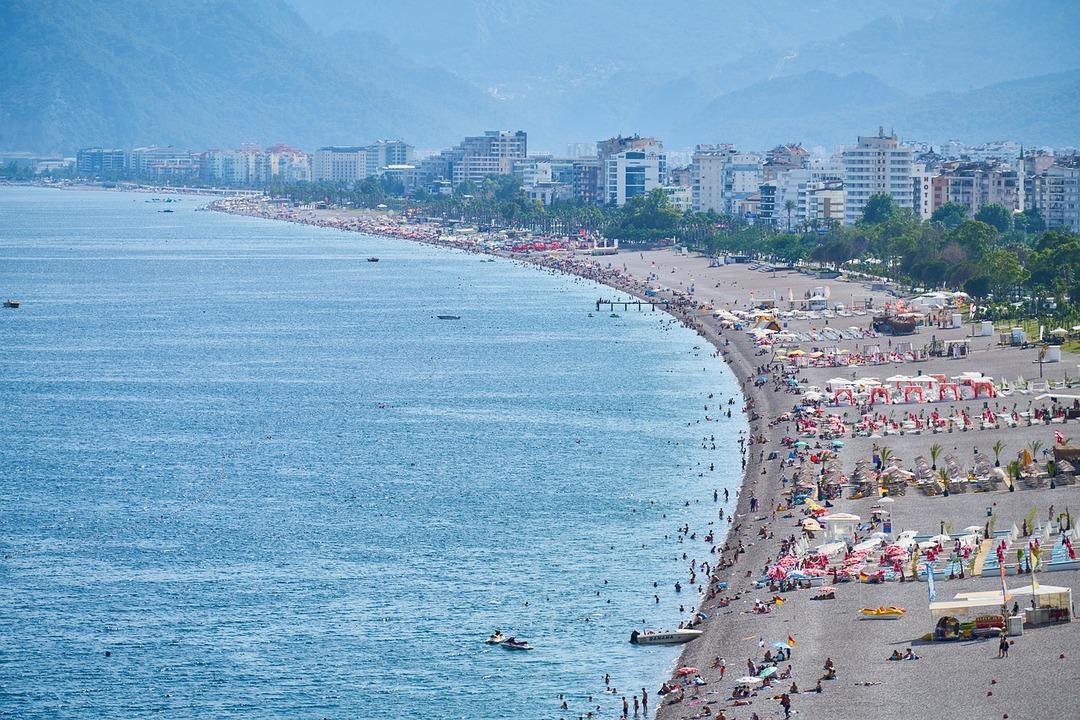Россияне стали менять путёвки с отечественных курортов на Турцию