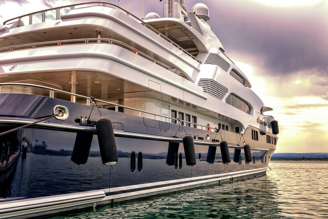 Каюту на самой большой в мире яхте оценили почти в 10 млн