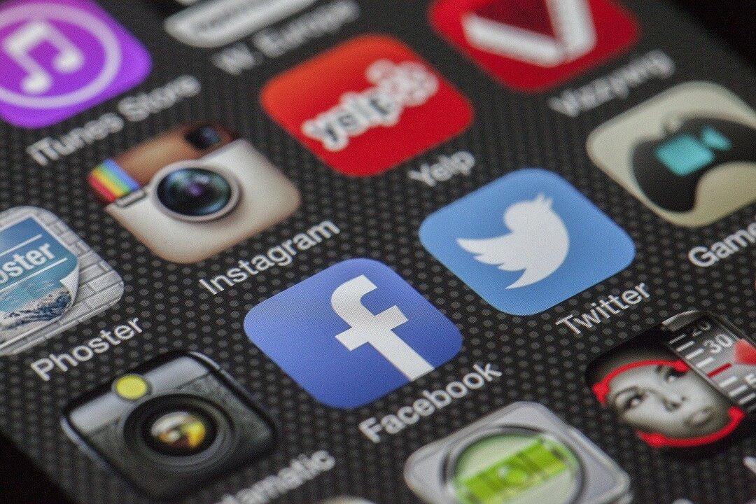 Трамп подал в суд на Facebook, Twitter, Google и их руководителей