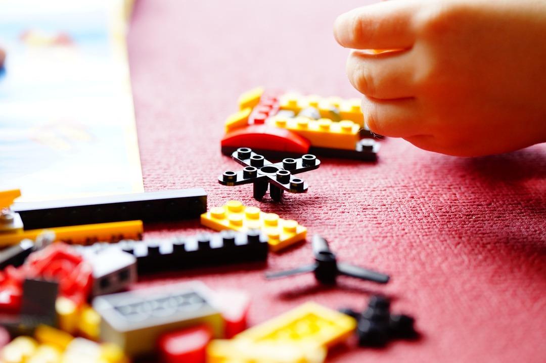 В США выпустили разноцветный пистолет в стиле конструктора Lego