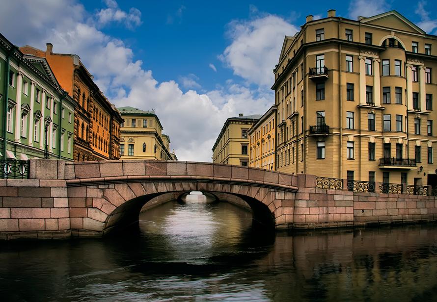 Петербурженка отдала мошенникам 3 млн рублей за льготные квартиры