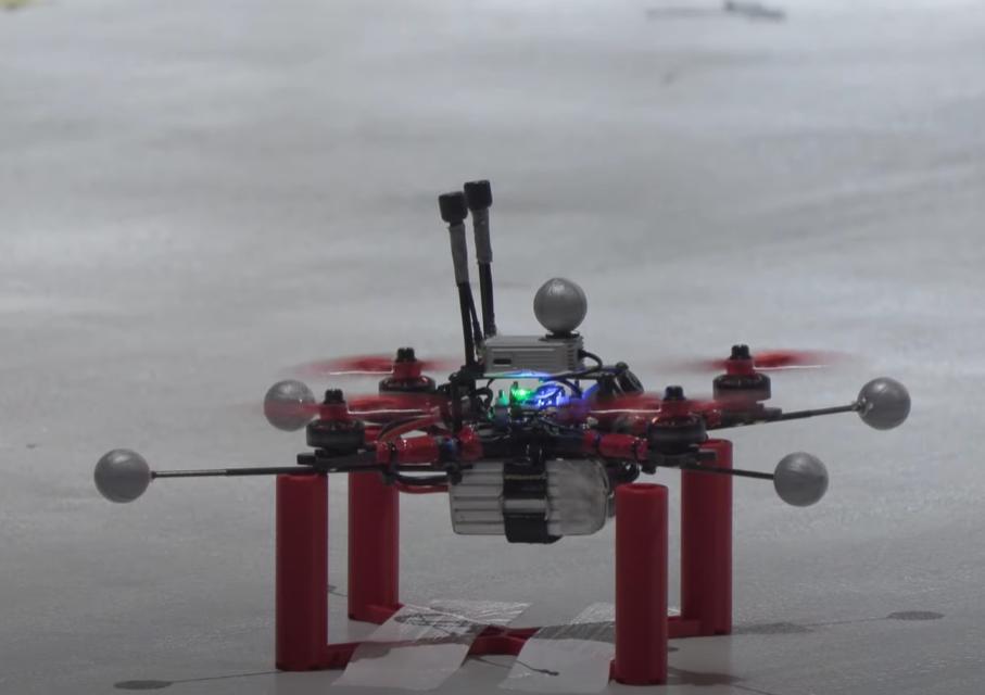 Искусственный интеллект впервые победил человека в гонках дронов