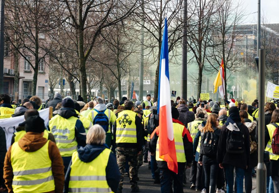 Во Франции после массовых протестов решили упростить посещение ресторанов по ковид-пропуску