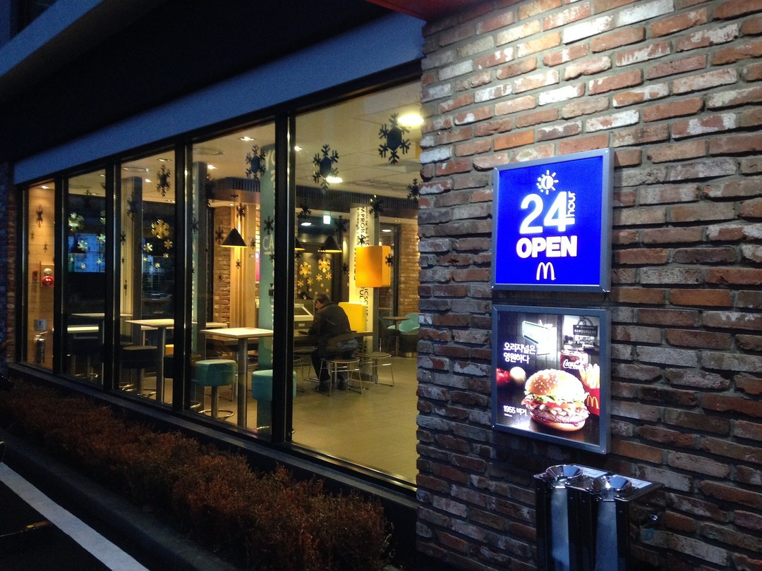 Макдоналдс столкнулся с дефицитом бумажных пакетов