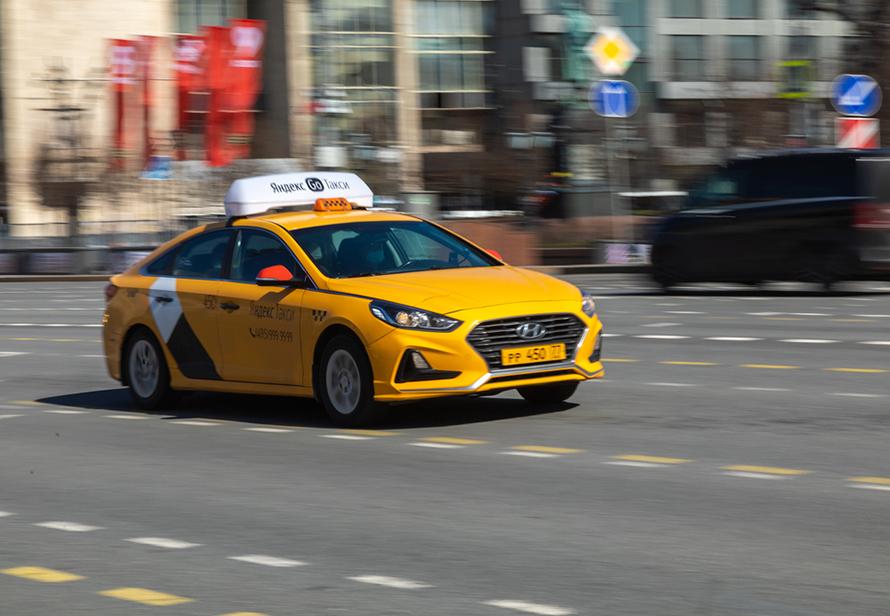 Эксперты оценили потери таксистов, если минимальный тариф поднимут до 150 рублей