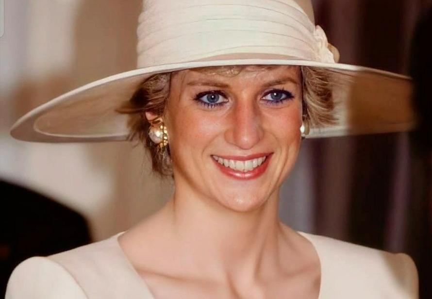 Глазурь от свадебного торта принца Чарльза и принцессы Дианы продали за $2500