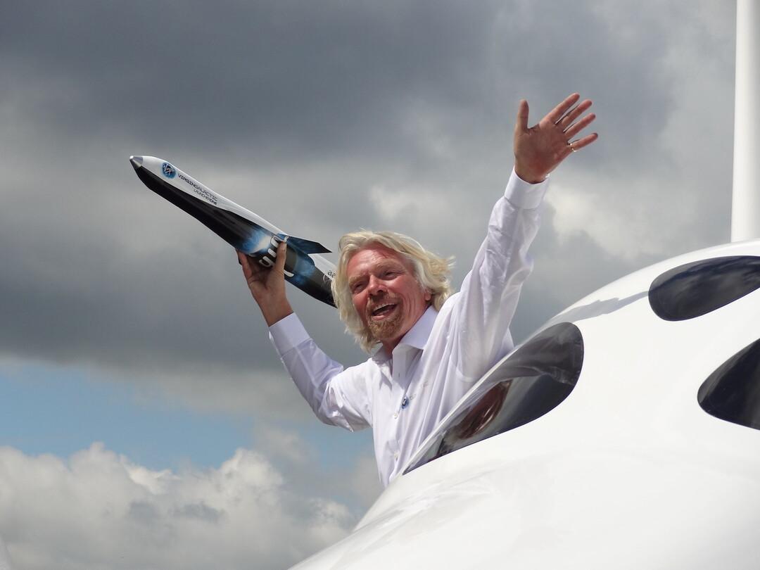 Брэнсон продал подешевевшие акции Virgin Galactic на $300 млн