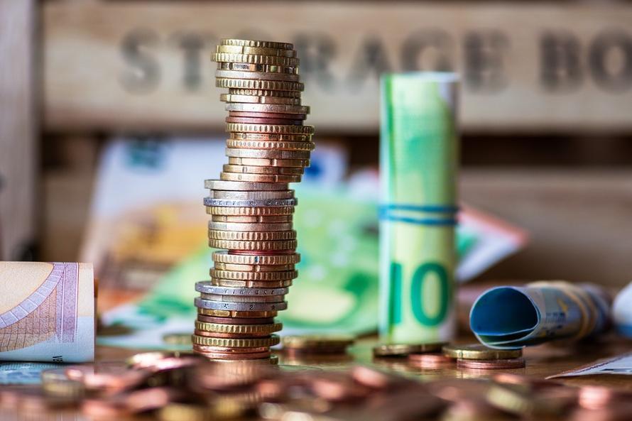 Россияне за месяц взяли 1,7 млн кредитов наличными. Это рекорд с 1991 года