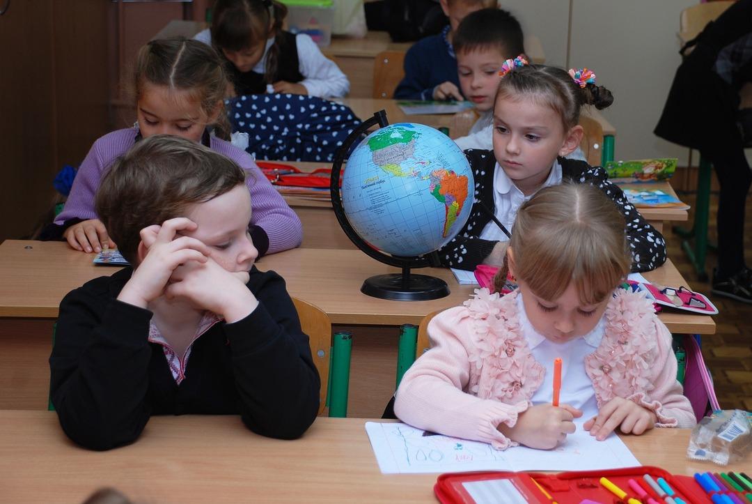 Выплаты на школьников в 10 тысяч рублей хватило только 20% россиян