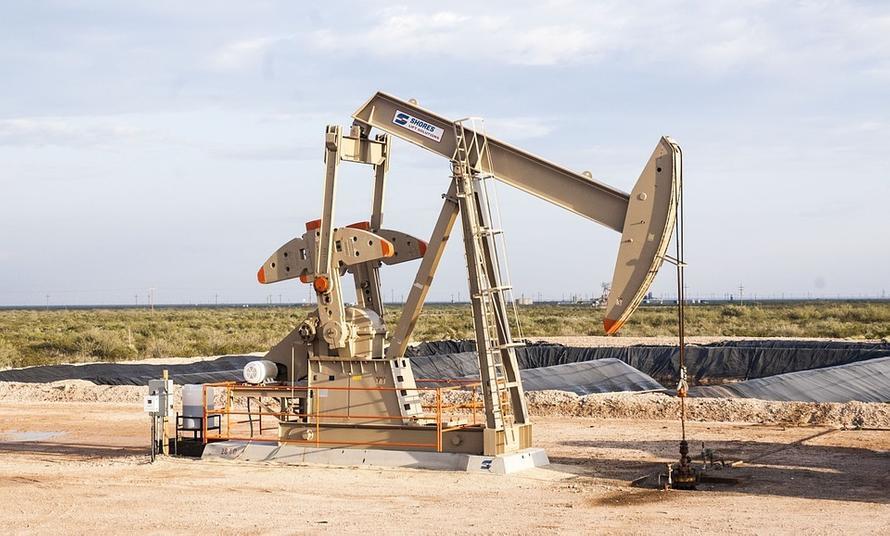 Запасы нефти в России сократились на треть