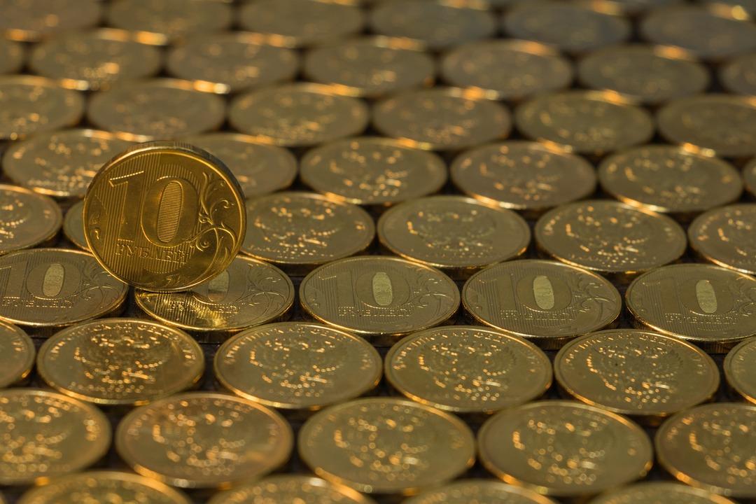 Рубль ворвался в топ-20 популярных валют. На это ему понадобилось пять лет