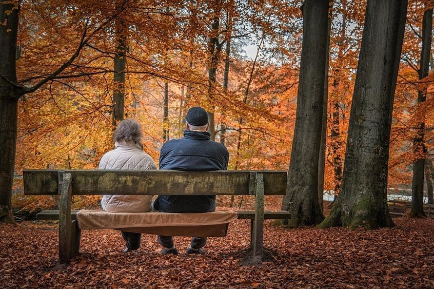 Овдовевшие россияне смогут получать более высокую пенсию умершего супруга
