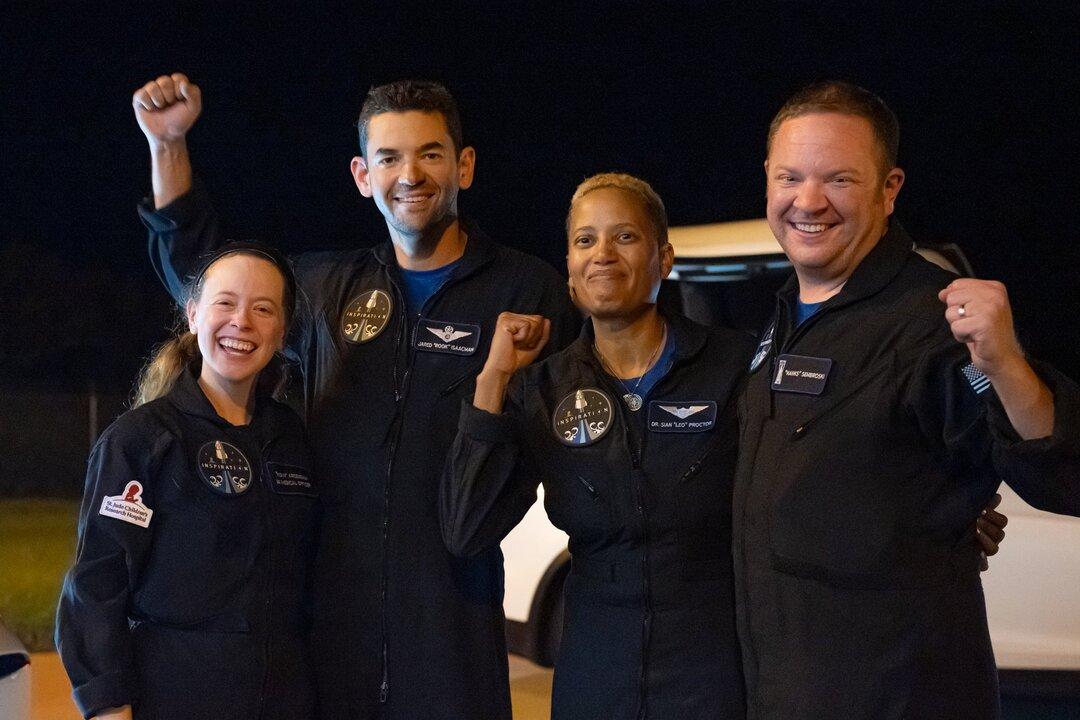 Космотуристы с Crew Dragon начали благотворительный сбор. Илон Маск пообещал дать $50 млн