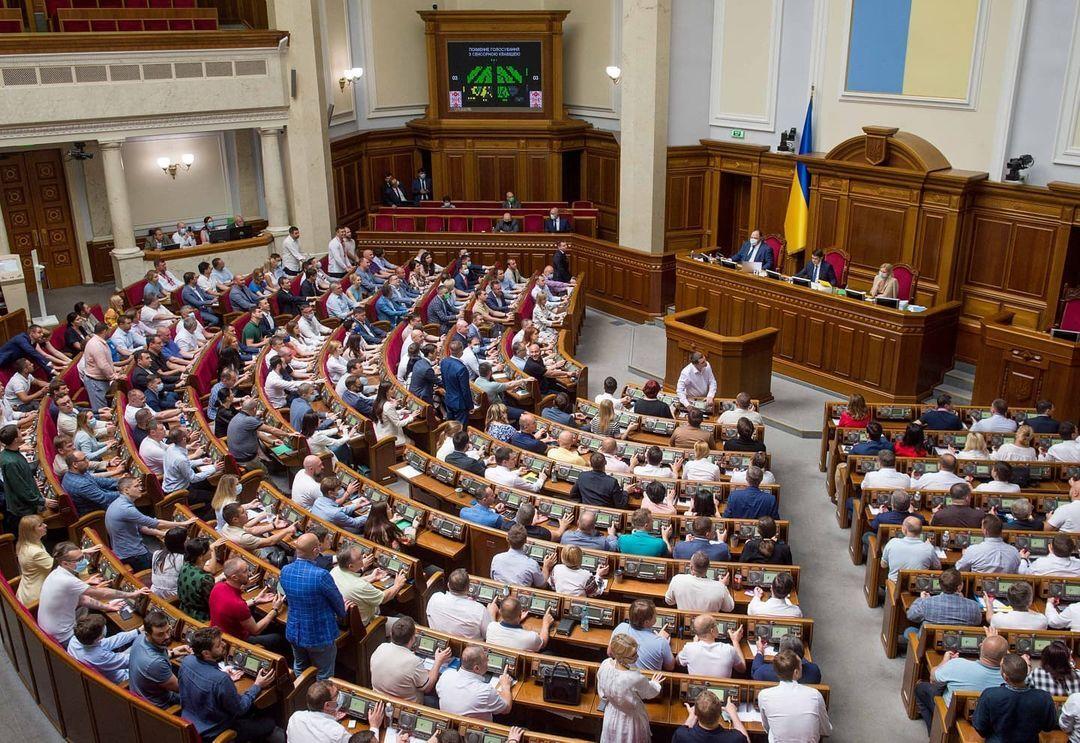 На Украине одобрили закон против олигархов. Их заставят отчитаться о доходах