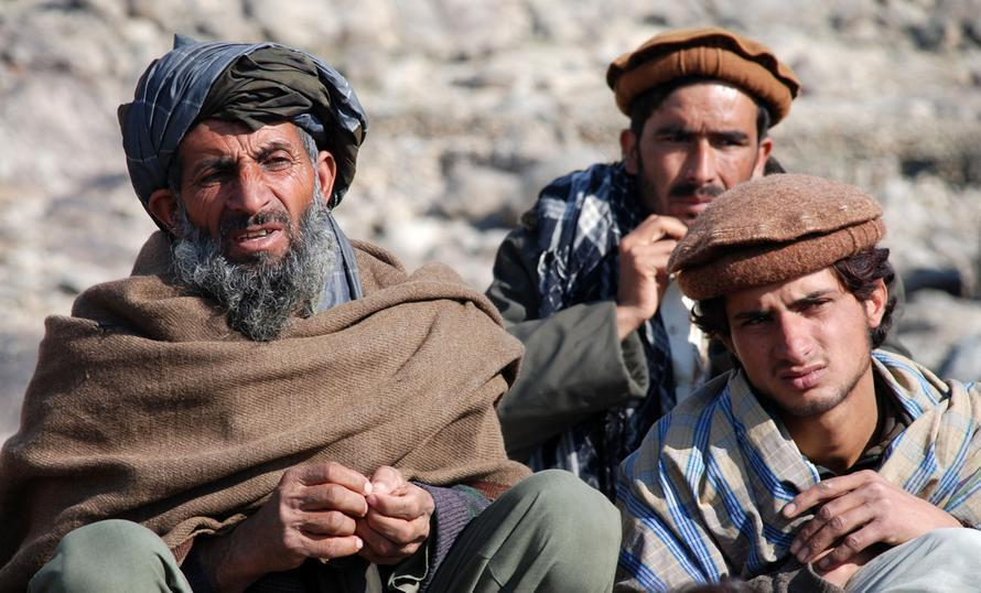 Талибы запретили в Афганистане барбершопы