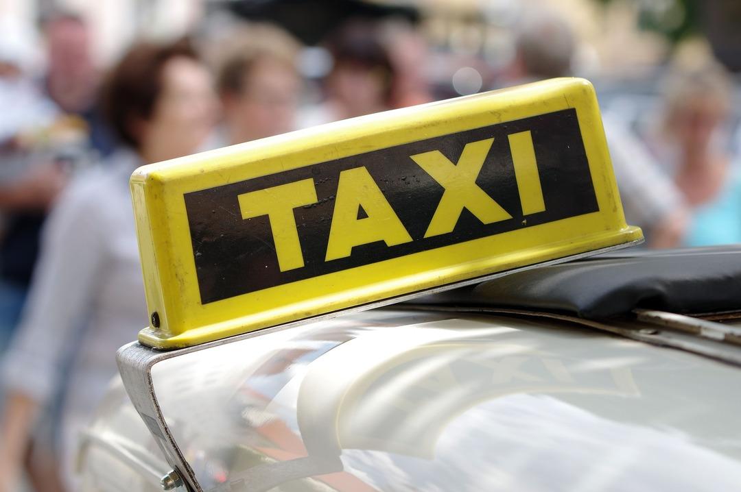В России решили запретить убийцам и насильникам становиться таксистами