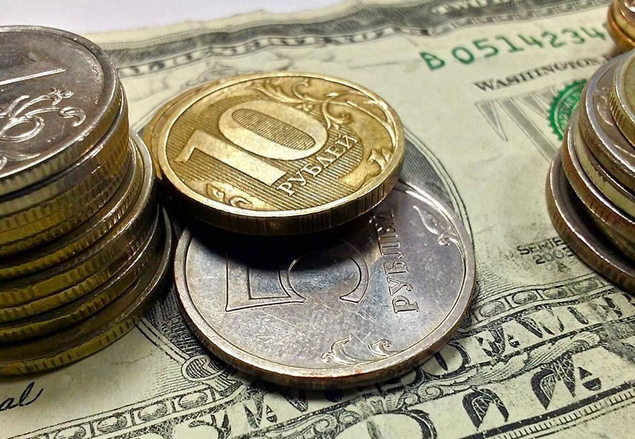 Курс доллара упал до 71 рубля впервые с лета 2020 года